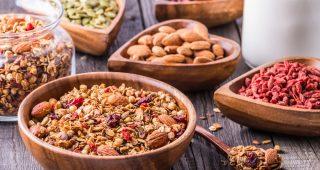 3 varianty domácí zdravé granoly plné superpotravin