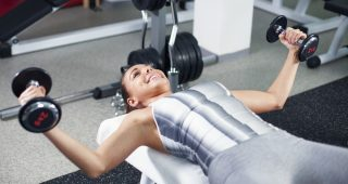 Rovnoměrné posílení prsních svalů díky správným cvikům