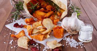 Lahodné recepty na domácí chipsy ve zdravější podobě