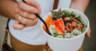 Super zdravý a nápaditý fitness jídelníček s poke bowl